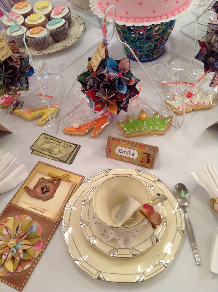 Concurso en Decoupage, Scrapbook y Papeles Show 2013 - Té de amigas: cumpleaños Nro 50 de Lily y sus cuatro mejores amigas. La torta, galletas, trufas y alfajores fueron gentileza de Farinetas http://pinterest.com/farinetas/