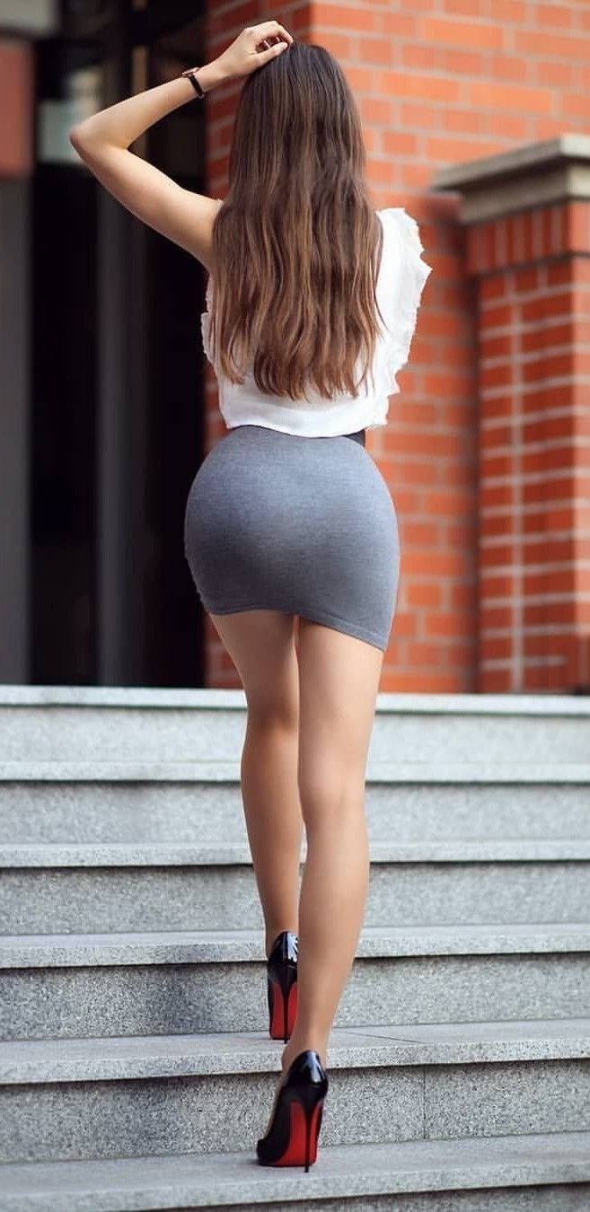 Ass in miniskirts 4