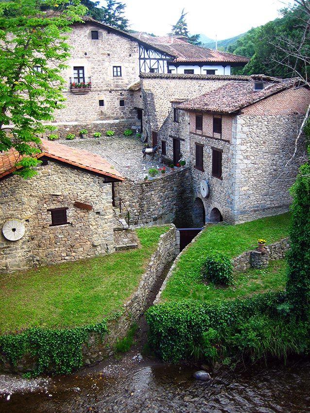 Una selección de doce pueblos de España, cada uno de ellos recomendable para un mes del año