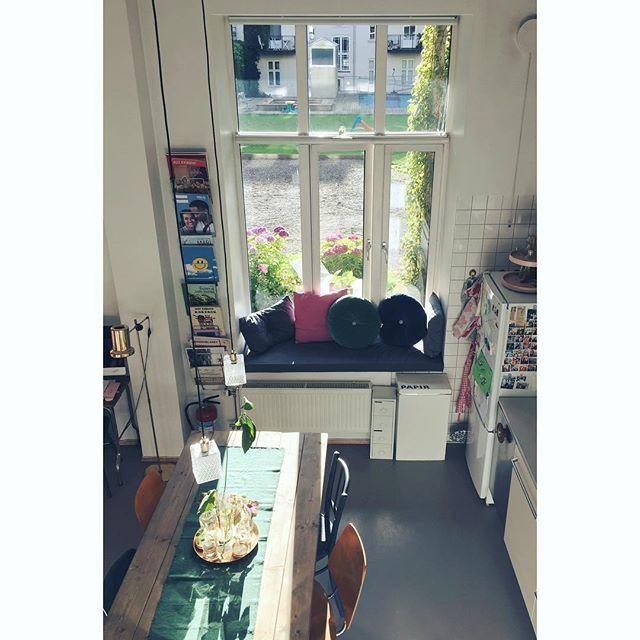 Savner sola ☀️ #marissjokoladefabrikk #boligplussminstil #rom123kjøkken #boligplussfarger #skonahem #industrialliving #hem_inspiration #bonytt #loppis #gjenbruk #fleamarket #kjøkken #kitchen #bobedre #lagerhaushomie #boligplussminstil #boligplussideer #interior #smallspaceliving #boligpluss_kjøkkenstemning