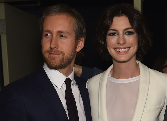 Anne Hathaway Pregnant With First Child With Husband Adam Schulman ...