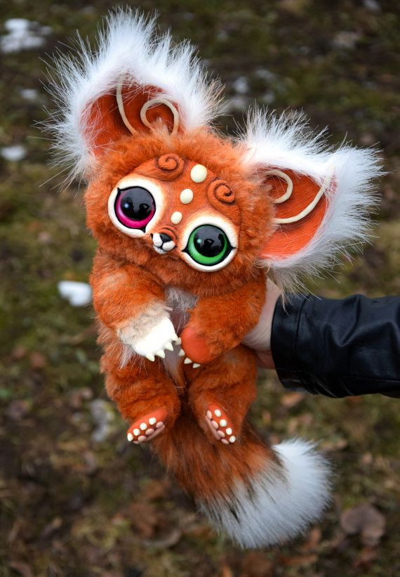 Approx 16 cm ( ~6) in length without tail.  - Completely handmade. - Face, paws and ears are made of polymer clay. - Glass eyes. - Fully Posable.