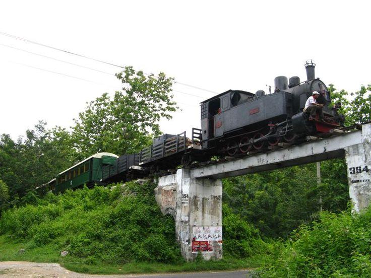Indonesian Railway Preservation Society mengajak  untuk tidak melupakan kereta tua. Menaiki kereta uap di jalur-jalur uzur di Jawa Tengah kerap dilakukan oleh para anggotanya.