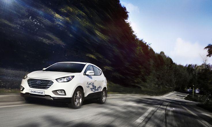 Jedyny w swoim rodzaju.  Ogniwa paliwowe w ix35 Fuel Cell sprawiają, że jazda jest cicha i ekologiczna. Zapewniają również osiągi i dynamikę na poziomie nowoczesnego średniolitrażowego silnika spalinowego.