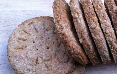 Ricetta light dei biscotti integrali - Oggi vi proponiamo una ricetta light per realizzare degli ottimi biscotti integrali, perfetti per la colazione o una dolce pausa.