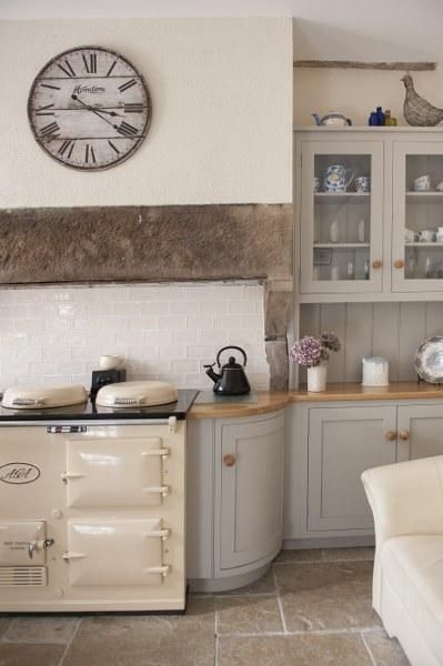 Vintage Kitchen Interior | Image via gorgeouscottagesireland.com