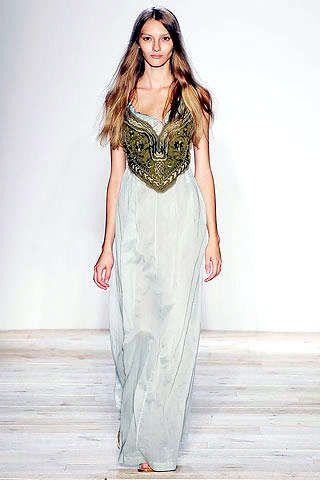 Modern Day Goddess Fashion: Runway Styles Influenced by Ancient Egypt