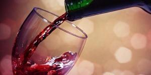 Como tirar as manchas de vinho tinto