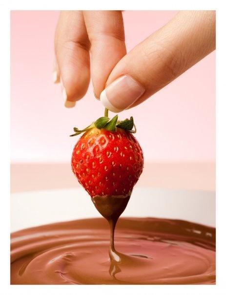 strawbery and chocolate by qyuplicyter studio