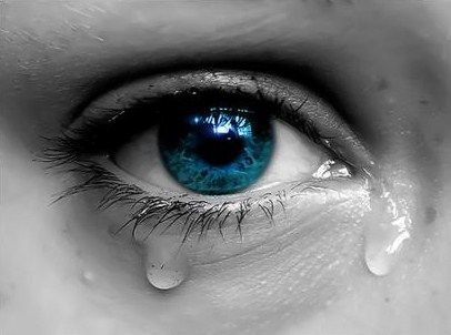 5. BELANGRIJKSTE BOODSCHAP. De boodschap die het boek Krassen aan mij heeft overgebracht is dat ik mij realiseer dat iemand die zelfmoord pleegt bij nabestaanden veel verdriet nalaat. Verdriet kan bij sommige mensen ervoor zorgen dat ze zichzelf pijn gaan doen.