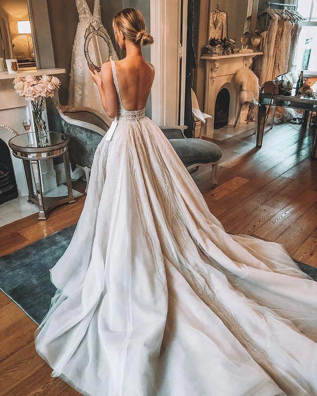INSTAGRAM: @nathalie.acacia // PINTEREST: @nathalieacacia03 #weddingdresses #backlessweddingdress