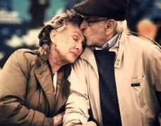 Θα με αγαπάς όταν γεράσω; Ένα συγκινητικό βίντεο, στο οποίο ένα ζευγάρι μεταμορφώνεται με την βοήθεια ειδικών make-up artists στο πώς θα μοιάζει όταν φτάσουν στην ηλικία των 50, 70 και 90 ετών! #OasisElderyCare