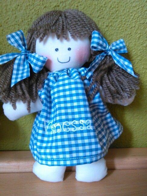 Boneca vai ao jardim escola.