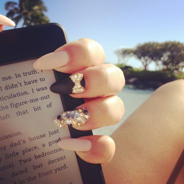 matte bows #nail #unhas #unha #nails #unhasdecoradas #nailart #lacinho #matte #black #white #preto #branco