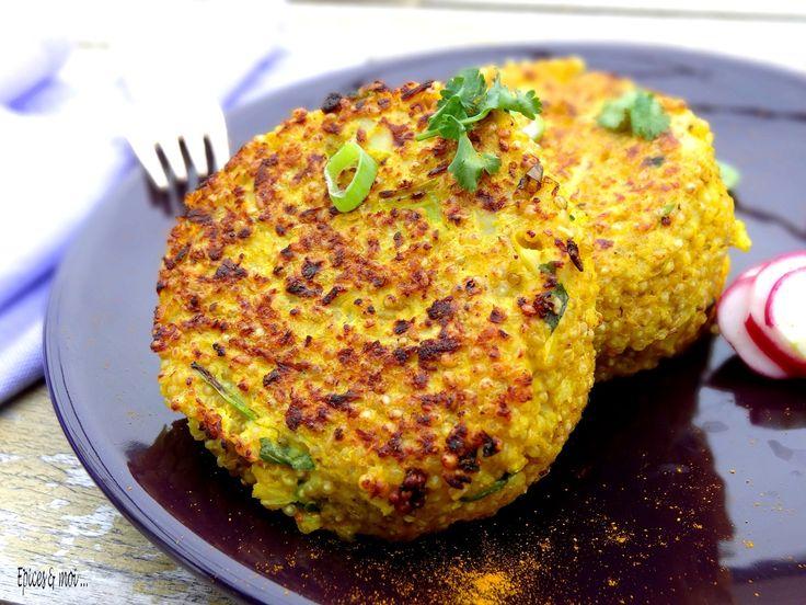 GALETTE DE QUINOA À LA CAROTTE ET AU POIREAU 200 gr de quinoa - 1 poireau - 2 carottes - 2 œufs - 30 gr de Beurre - 2 c. à soupe d' huile - gros sel