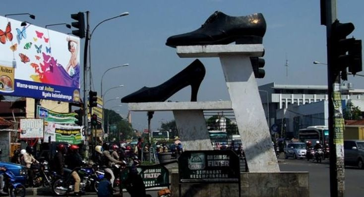 Pusat Sepatu dan Tas Cibaduyut - Jl. Cibaduyut