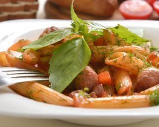 Pâtes aux boulettes de boeuf légères, carottes et sauce tomate