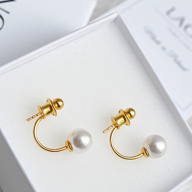 Kolczyki z perłami swarovski. Zobacz na: https://laoni.pl/zlote-kolczyki-za-ucho-z-perlami-swarovski #kolczyki #biżuteria #perły #zaucho #złote