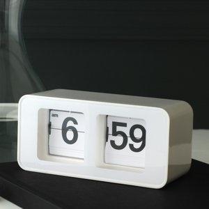 digital flip clock by Torre & Tagus