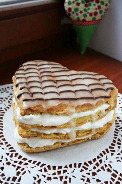 Праздничное эклерное сердце со взбитыми сливками : Торты, пирожные