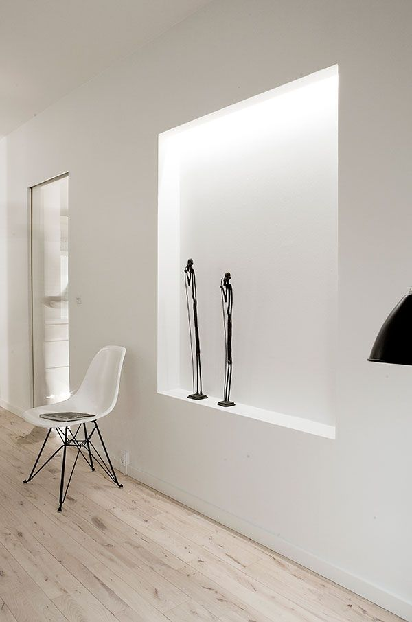 Appartement minimaliste avec un clairage indirect for Appartement minimaliste