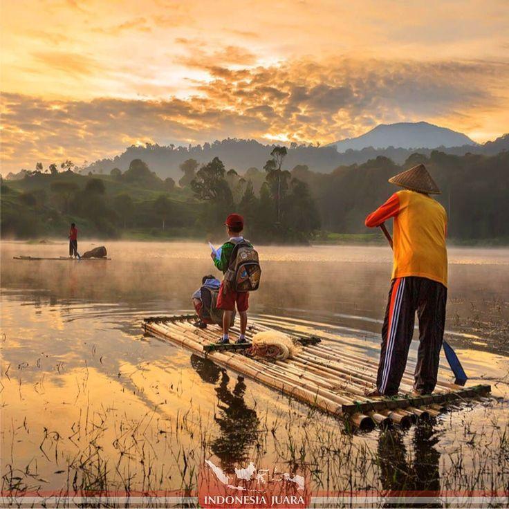 ______________________________________  #indonesiajuara mempersembahkan Provinsi JAWA BARAT ______________________________________  FOTO JUARA HARI INI  @yuda_pradana  Situ Patenggang Ciwidey atau juga populer dengan sebutan Situ Patengan adalah sebuah danau yang berada di kawasan wisata Ciwidey Bandung. Berjarak sekitar 47 km atau 1 jam perjalanan darat dari kota Bandung. Dari sejumlah tempat wisata di Bandung pesona alam Situ Patenggang adalah salah satu destinasi yang populer dikunjungi…