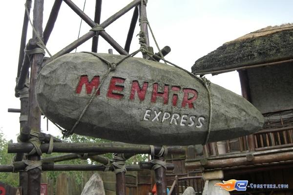 1/10 | Photo de l'attraction Menhir Express située au @ParcAsterix (France). Plus d'information sur notre site www.e-coasters.com !! Tous les meilleurs Parcs d'Attractions sur un seul site web !!
