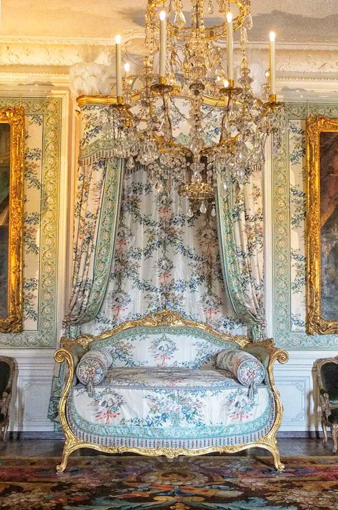Beautiful baroque bed with canopy at versailles 2013 Beautiful canopy beds