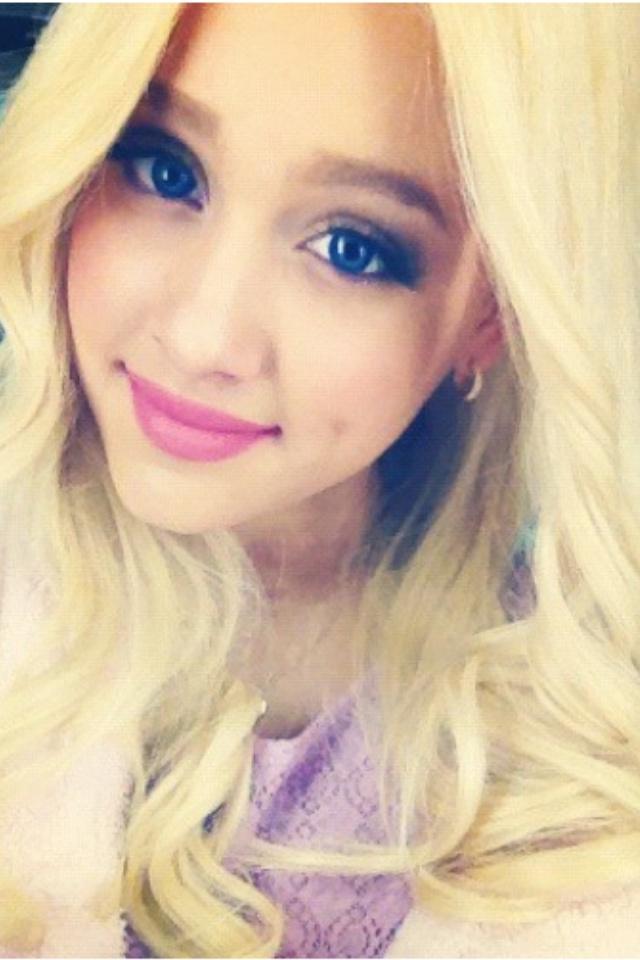 Ariana Grande Omg She Dyed Her Hair Blonde I