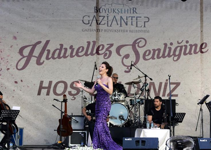 Gaziantep said 'welcome' to spring with Turkish singer FUNDA ARAR.   Hıdırellez Festival 2015