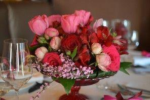 pink-bordo-rozsa-eskuvoi-asztaldisz