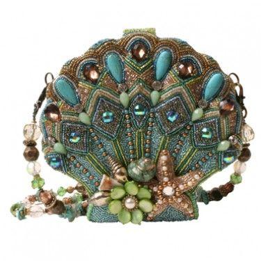 Mary Frances Sea Shore purse. Je trouve qu'il a les couleurs d'une plume de paon :)