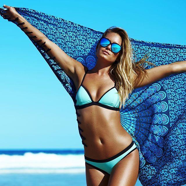 Eyes on blue. Mintie Topanga Splash separates. Shop Top: http://www.citybeach.com.au/shop/en/citybeach/womens-womens-swimwear/topanga-splash-triangle-bikini-top-1618140 Shop Bottom: http://www.citybeach.com.au/shop/en/citybeach/womens-womens-swimwear/topanga-splash-skinny-bikini-bottom-1619158 #bikinis #summer #swimwear