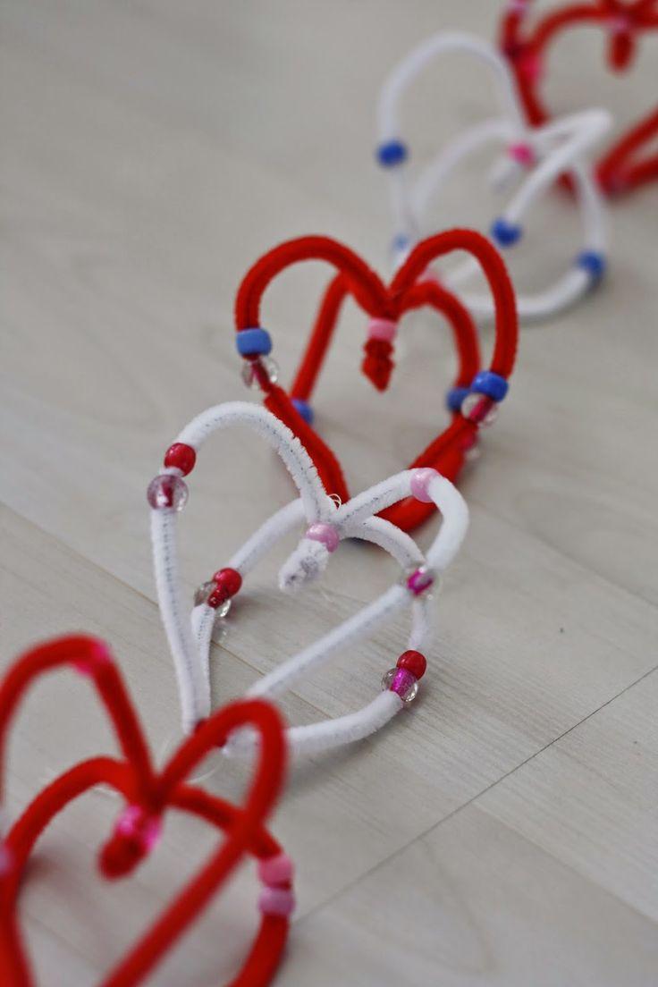 Alla hjärtans dag pyssel med piprensare och pärlor