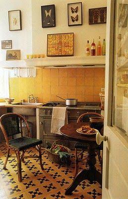 Wonderful little Parisian kitchen. The Discreet Charm of Classicism.