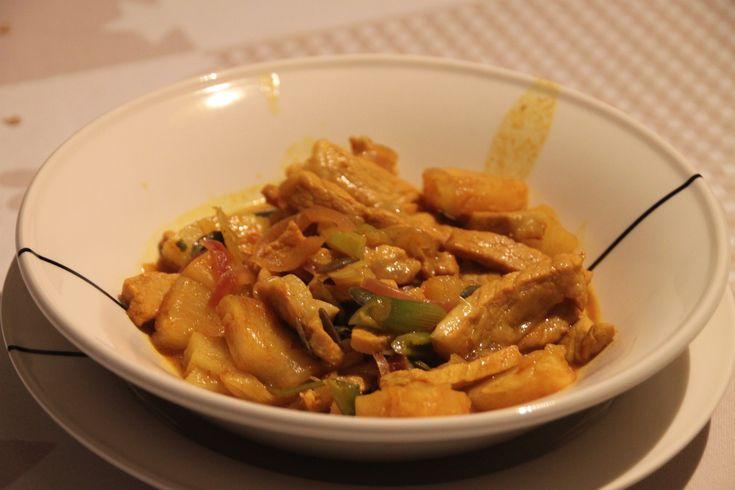 Een eenvoudig en snel klaar gerechtje voor tijdens de week. Ingrediënten (4 personen): 400 gram varkensvlees 200 gram ananas uit blik 100 ml ananassap (uit datzelfde blik) een bussel lenteuitjes 1 …