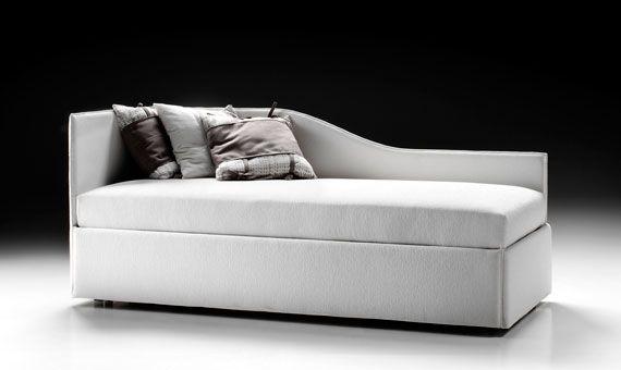 """FENICE il divano-letto dalla spalliera ad """"ala"""" che all'occorrenza può essere usato come lettino basso, oppure come un grande alto… letto matrimoniale."""