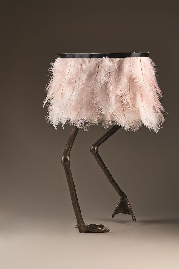 Temple_&_Ivy_Viren_lamp-Flamingo_in_bronze_finish_with_pink_feather_shade