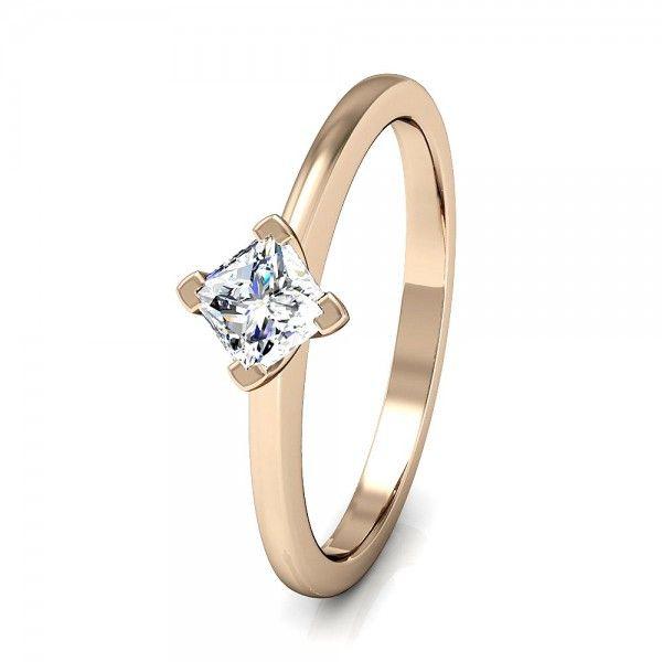 wunderschöner Princess Cut Ring mit 4 Krappenfassung. #love #forever #diamond #gold #mariage #togehter