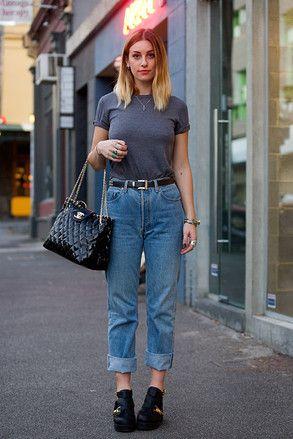 メルボルン Brunswick, MELBOURNE. Harriet May de Vere, fashion blogger. Zara T-shirt, Levi's jeans, Santini boots, Chanel bag, Links of London rings. 【スライドショー】アジアの街角ファッションスナップ―メルボルン、バンコクなど - WSJ.com