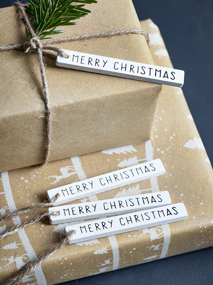 NEW Twenty Wooden Merry Christmas Tags