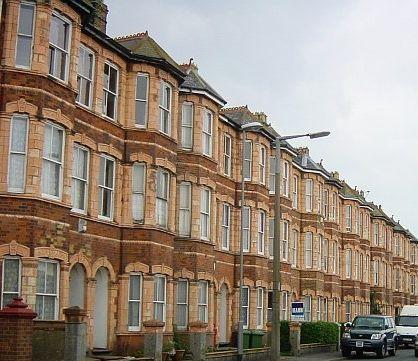 Terraced_houses_near_Sheerness_seafront_Crop.jpg 418×361 pixels