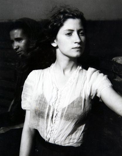 Internazionale » Tra storia e indagine sociale Édouard #Boubat, Lella, 1947. Raccolta della fotogrfia, Galleria civica di Modena