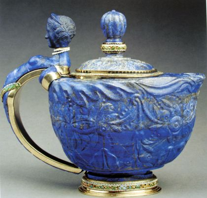 The Antonia Minor teapot in lapis lazuli, gilt silver and enameled gold. The bust on the handle is of Roman antiquity, carved during the life of Antonia Minor (36 BC-37 AD), mother to Emperor Claudius and grandmother to Emperor Caligula -while everything below the string of pearls, which hides the join, was created and carved by Dionysio, Prague,  c1652 (KHM, Vienna)