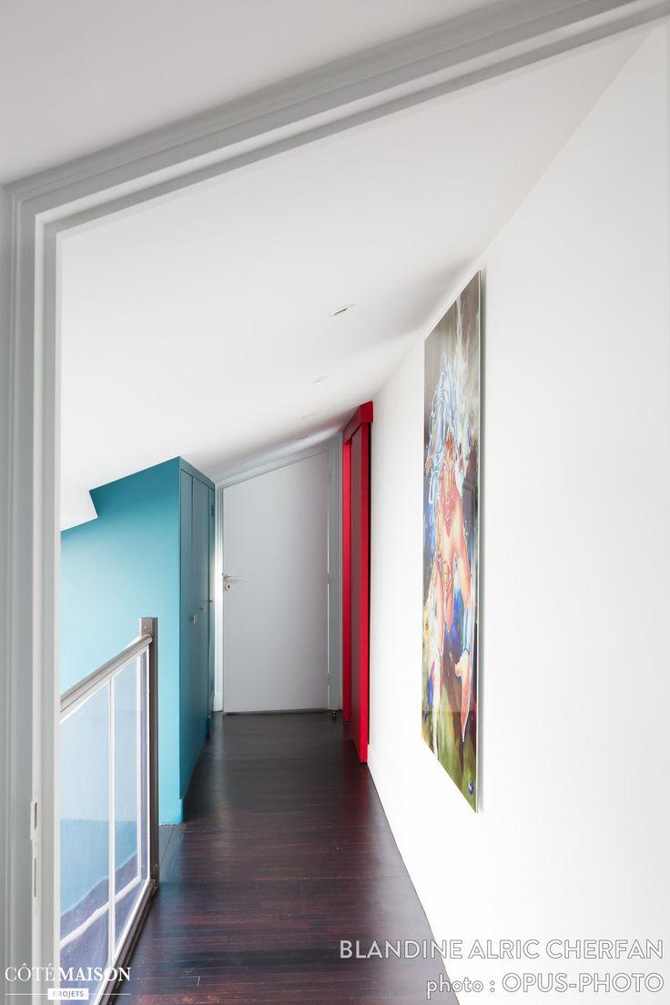 Un couloir tricolore avec un tableau entr e et couloir for Tableau couloir