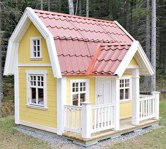 Lekstuga Djursholm, här med midjepanel, altan, räcke och öppningsbara fönster. Målad i gul och vit.