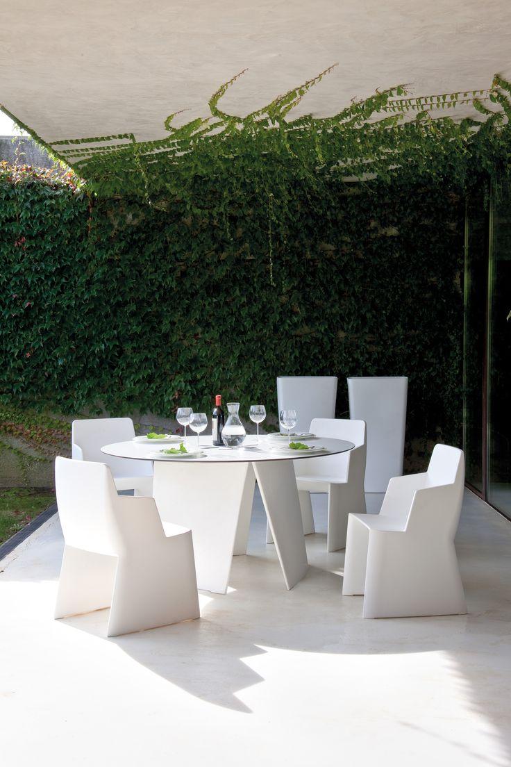 Δημιουργήστε το δικό σας #outdoor #concept επιλέγοντας το #style που σας εμπνέει! Total #white έπιπλα εξωτερικού χώρου «Stone» @ Porcelana! #EnjoytheSummer www.porcelana.gr