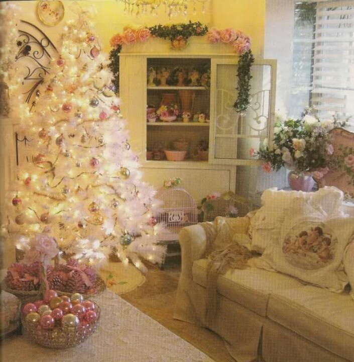 Romantic Homes Decorating: Pink, Aqua & White Christmas