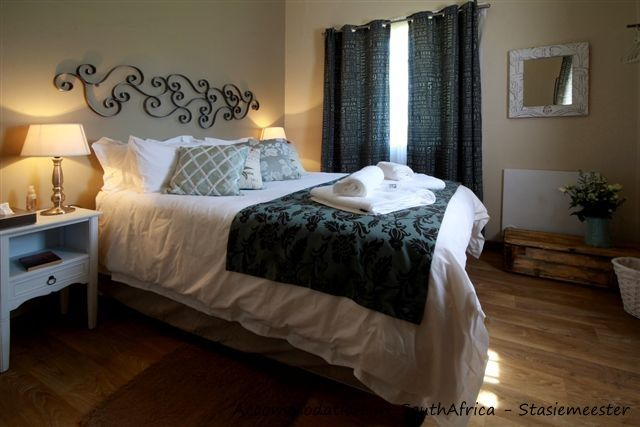 Double room at Stasiemeester Self-Catering. http://www.accommodation-in-southafrica.co.za/Mpumalanga/Chrissiesmeer/StasiemeesterSelfCatering.aspx