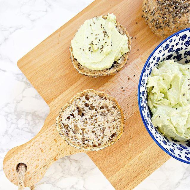 {GLUTENFRIE CHIABOLLER} Der er nogle gode grundregler, når vi taler glutenfri bagning. Jeg får rigtig mangespørgsmål og kommentarer til mine glutenfrie brødopskrifter på bloggen, og jeg har derfor lavet et (opdateret)seperat blogindlæg om glutenfri bagning. Personligt spiser jeg gl....
